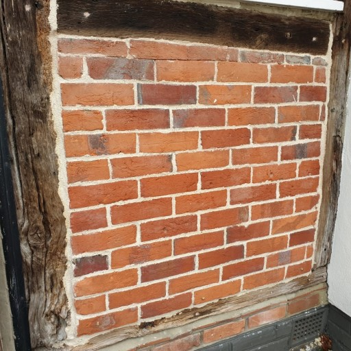 Pointing with Lime Mortar (2).jpg
